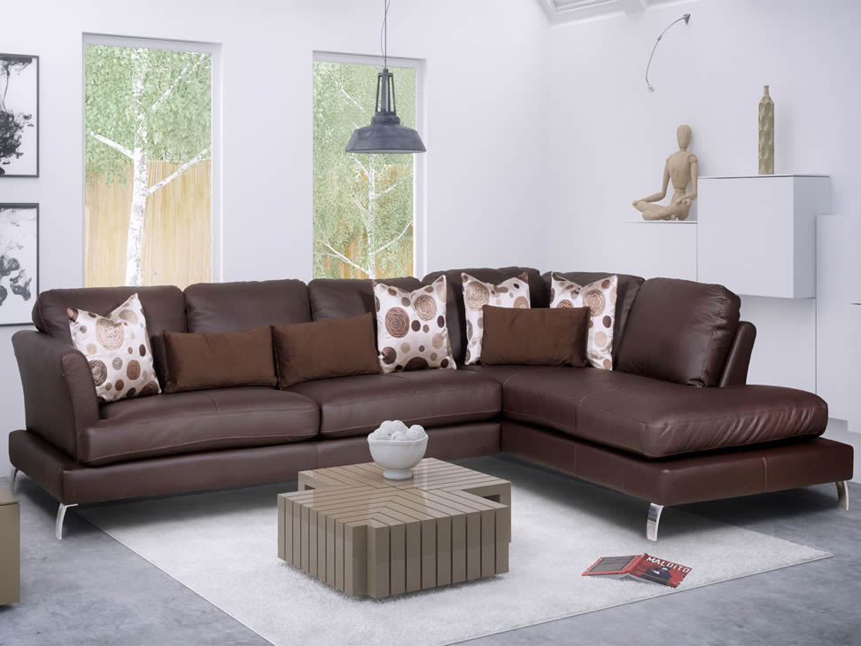 Sala Beige Con Cojines Chocolate Tapete2 Loveseats Pictures to pin on ...